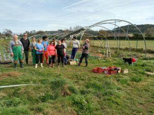 Grupo de personas que voluntariamente ayudaron a Catasol a recoger los destrozos del viento.