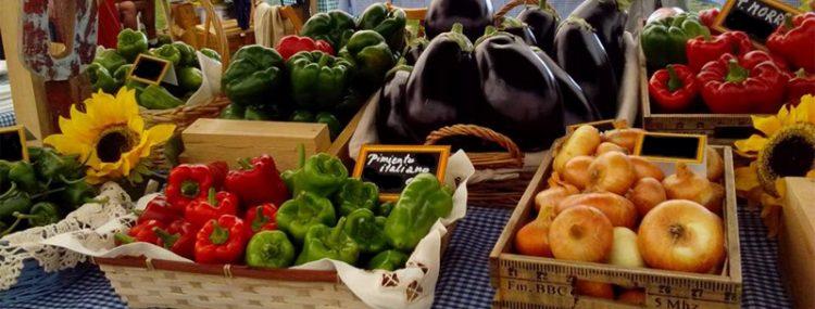 Puesto con verduras y hortalizas de la huerta de Catasol.